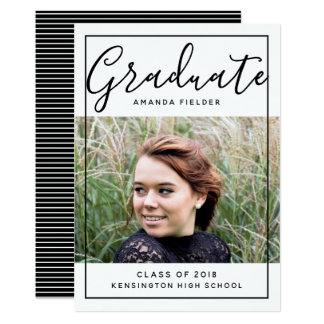 Cartão A foto moldada moderna da graduação convida o
