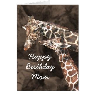 Cartão A mamã e o bebê do girafa do feliz aniversario