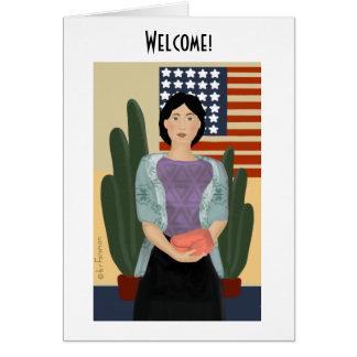 Cartão A mulher está na frente do americano estilizado
