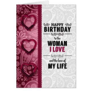 Cartão a mulher você ama o aniversário no rosa e no