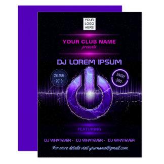 Cartão A música do DJ e a actuação da dança adicionam o
