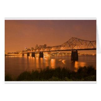 Cartão A noite de Louisville Kentucky ilumina a ponte o