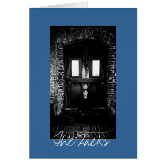 Cartão A porta de madeira