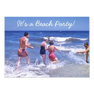Cartão A praia azul do anos 50 retro acena roupas de
