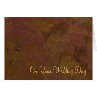 Cartão A queda coloriu o casamento misturado as folhas de