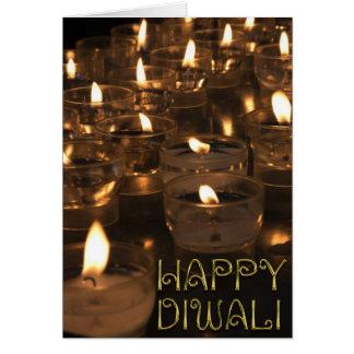 Cartão A tipografia dourada feliz de Diwali Candles luzes