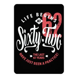 Cartão A vida começa aniversário de 62% pipe% no 62nd