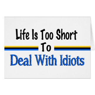 Cartão A vida é demasiado curta tratar os idiota