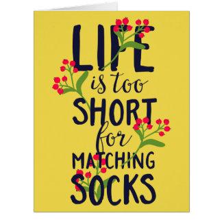 Cartão A vida engraçada é demasiado curta para meias de