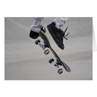 Cartão Acima no skate do ar