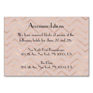 Cartão Acomodação cor-de-rosa do casamento de Chevron do