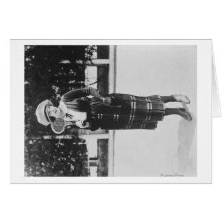 Cartão Afixação da mulher na fotografia do equipamento do