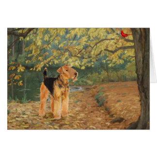 Cartão Airedale Terrier que Birdwatching