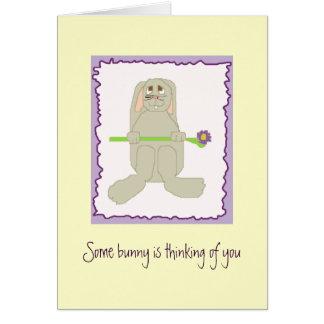 Cartão Algum coelho está pensando de você