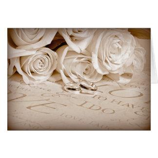 Cartão Alianças de casamento e rosas