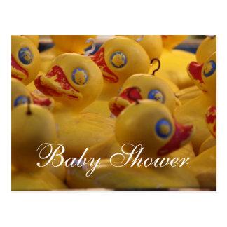 Cartão amarelo dos patos do chá de fraldas cartão postal