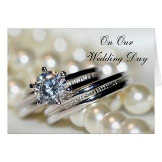 Cartão Anéis e pérolas do branco nosso dia do casamento