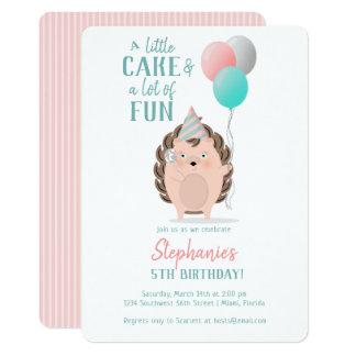Cartão Aniversário bonito do ouriço