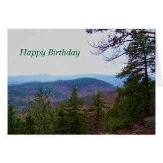 Cartão aniversário branco da montanha