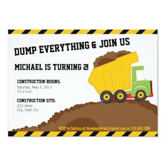 Cartão Aniversário da zona da construção do camião
