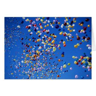 Cartão Aniversário de aumentação dos balões