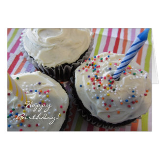 Cartão Aniversário delicioso dos cupcakes