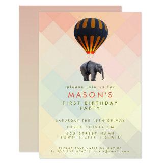 Cartão Aniversário do balão   do elefante lunático & de