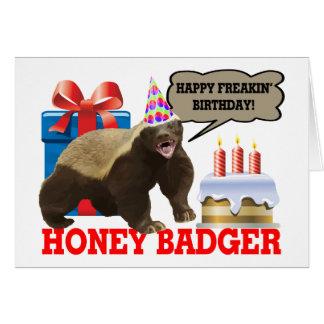 Cartão Aniversário feliz de Freakin do texugo de mel