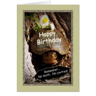 Cartão Aniversário mais velho crescente