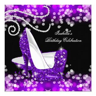 Cartão Aniversário roxo dos diamantes dos saltos altos do
