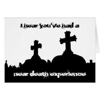 Cartão Aniversário torcido da silhueta do cemitério do