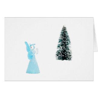 Cartão Anjo de vidro azul que praying perto da árvore de