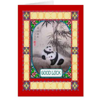 Cartão Ano novo chinês, pandas abaixo de uma árvore