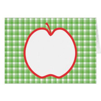 Cartão Apple vermelho. Com fundo verde e branco da