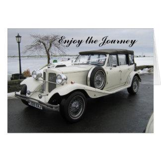 Cartão Aprecie o carro da viagem