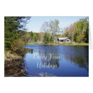 Cartão Aprecie sua Feriado-Água cercada por árvores
