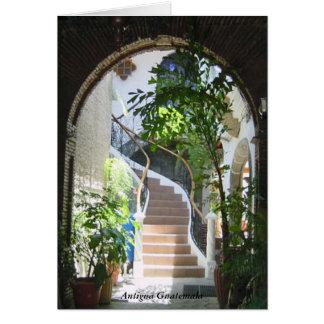 Cartão Arco velho à escadaria em Antígua Guatemala