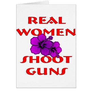 Cartão Armas do tiro das mulheres reais