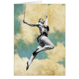 Cartão Artista de trapézio do vintage que voa altamente