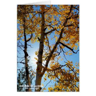 Cartão Árvore bonita de Aspen com folhagem de outono