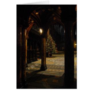 Cartão Árvore de Natal dentro da igreja