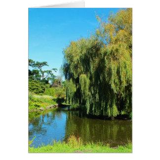 Cartão Árvore e lago de salgueiro Weeping