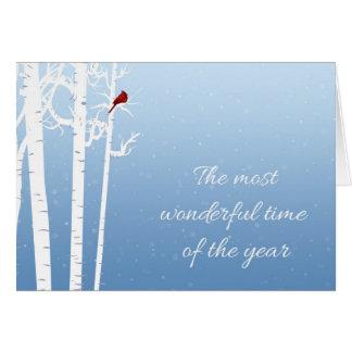 Cartão Árvores de vidoeiro branco, cardeal vermelho,