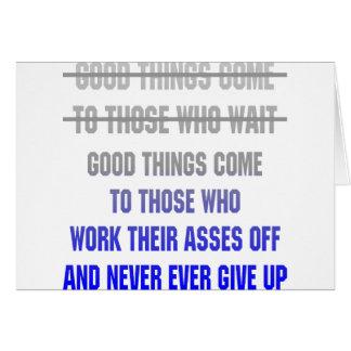 Cartão As boas coisas vêm àquelas que trabalham seus