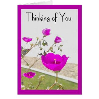 Cartão As flores cor-de-rosa do primavera que pensam de