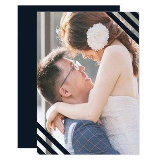 Cartão As listras azuis do casamento litoral adicionam a