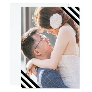 Cartão As listras preto e branco do casamento litoral