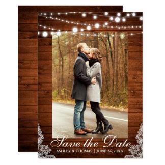 Cartão As luzes de madeira do laço do casamento rústico