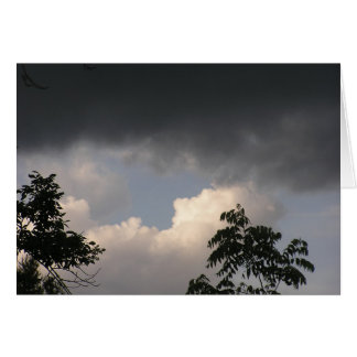 Cartão As nuvens escuras não permanecem por muito tempo