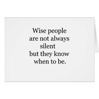 Cartão as pessoas sábias não são sempre silenciosas mas